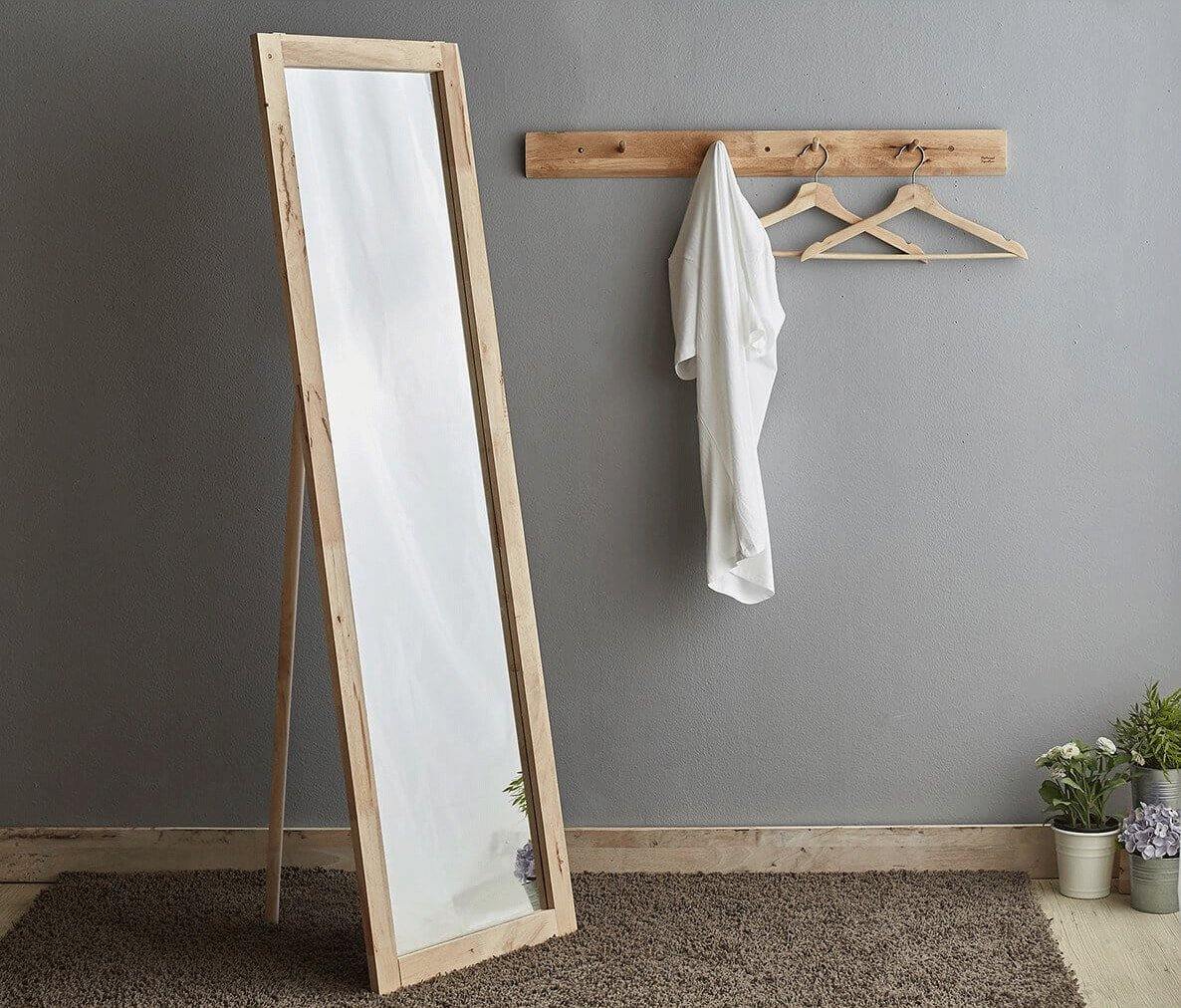 Standing Mirror to Modernise Small Bedroom - Comfort Furniture