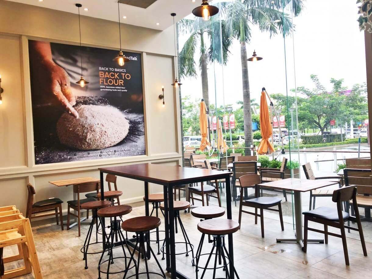 Restaurant Seating Arrangement Tips to Comply Social Distancing with Wooden Furniture - Comfort Furniture