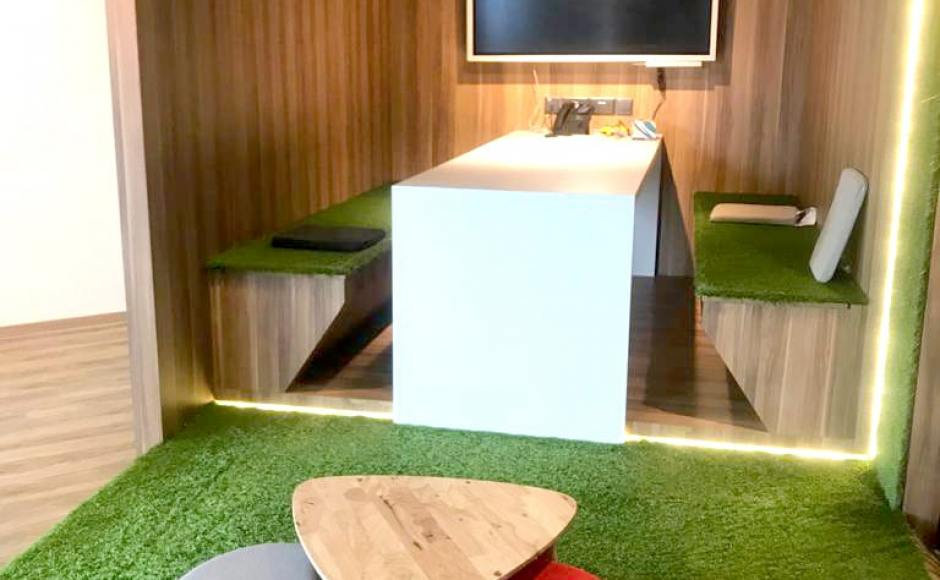 Boogle HQ | Products Seen: [Tempo 3-in-1 Coffee Table & Pouf Round]