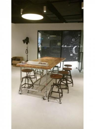 An industrial-theme office – Raffles Place