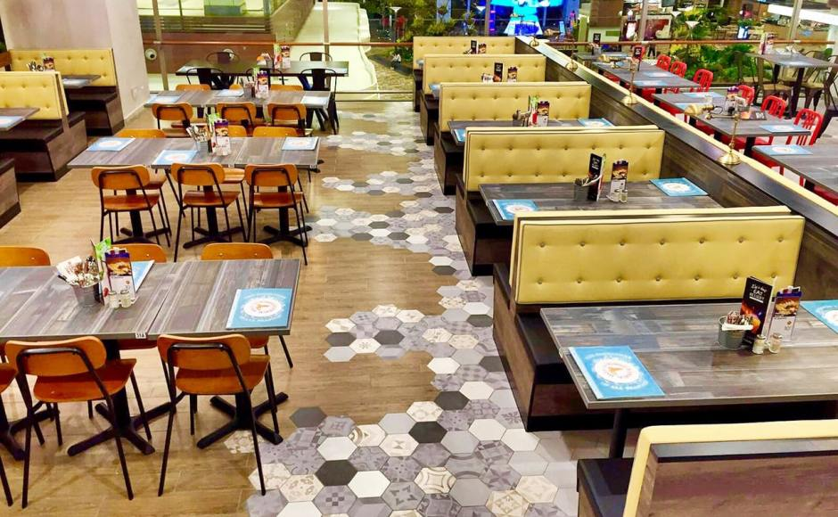 Manhattan Fish Market - Terminal 1, Changi Airport | Product Seen: [Drink Chair & Customised Tabletop + Filo Table Base]<br />