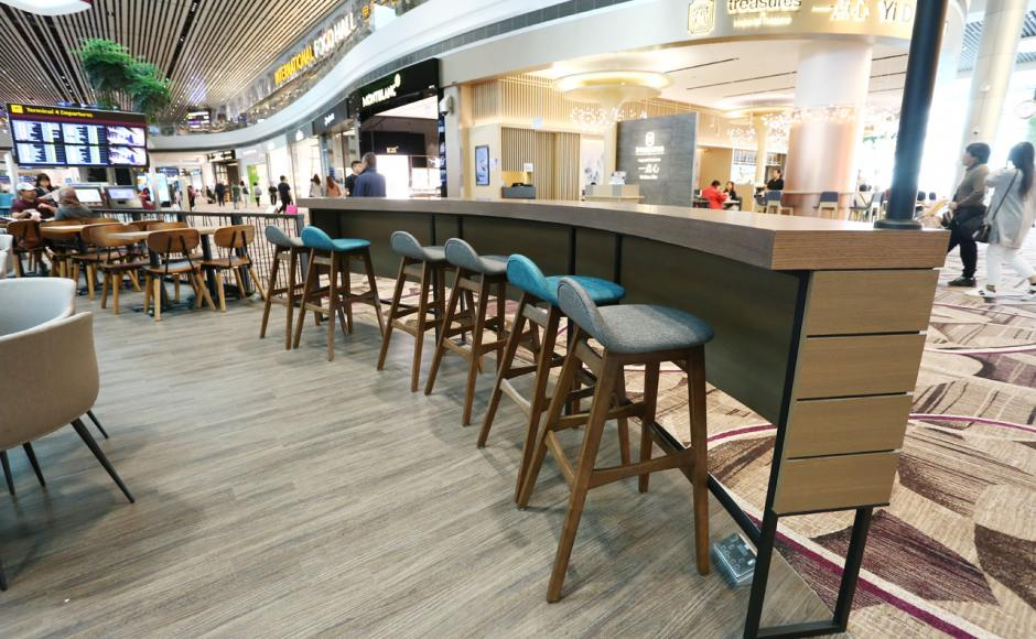 The Coffee Bean & Tea Leaf - Changi Airport Terminal 4 | Product Seen: [Jazz Barstool – SH750, Spark Chair, Customised Laminate Tabletop + FLAT® KX22 – H720 (For Dining Table) & Jonah Armchair]