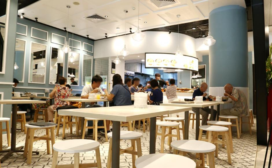 Food Emporium - Changi Airport Terminal 4 | Product Seen: [Tang Stool – Round & Customised Laminate Tabletop + Grit Non-foldable Table Base]