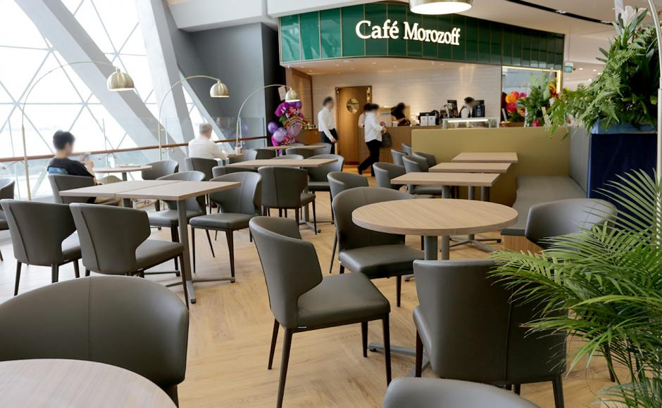 Café Morozoff - Jewel Changi Airport | Product Seen: [Elephant Sidechair & Grit Folding Table Base (Nestable)]