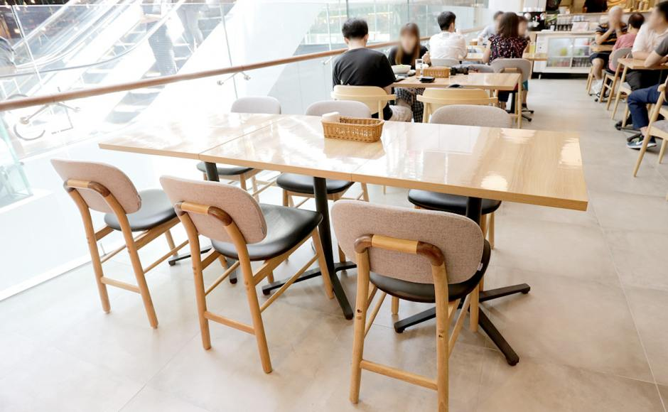 Suage Hokkaido Soup Curry - Jewel Changi Airport | Product Seen: [Suzu Side Chair & Customised Laminate top + Grit Non-foldable Table Base]
