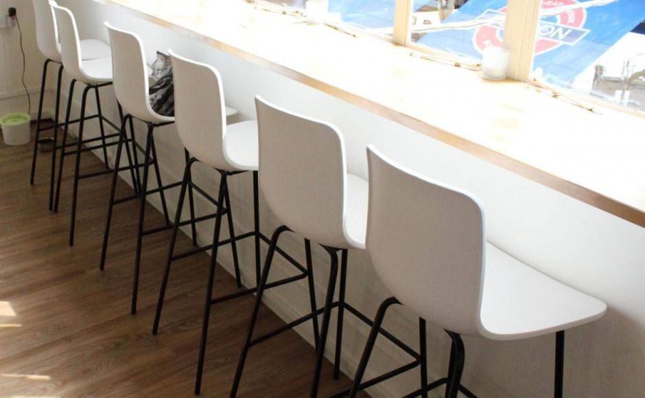 Cat Cafe - Boat Quay | Product Seen: [Plug + 4-Leg Barchair] <br />