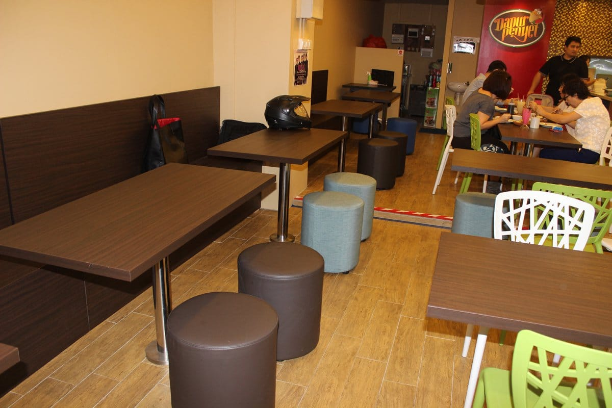 Dapur Penyet - City Plaza | Product Seen: [Pouf Round & Strokes 1 Chair]
