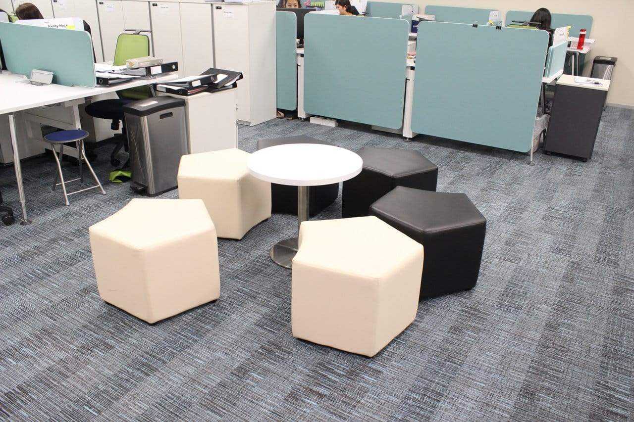 Deloitte - OUE Downtown | Products Seen: [Seed Modular Stool & Traxtor Round Table Base with Laminate Table Top Round]<br />