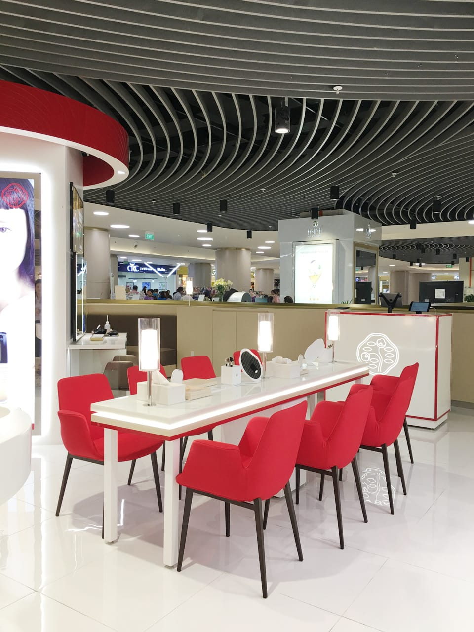 Fondue arm chair comfort design the chair table people - Shiseido singapore office ...