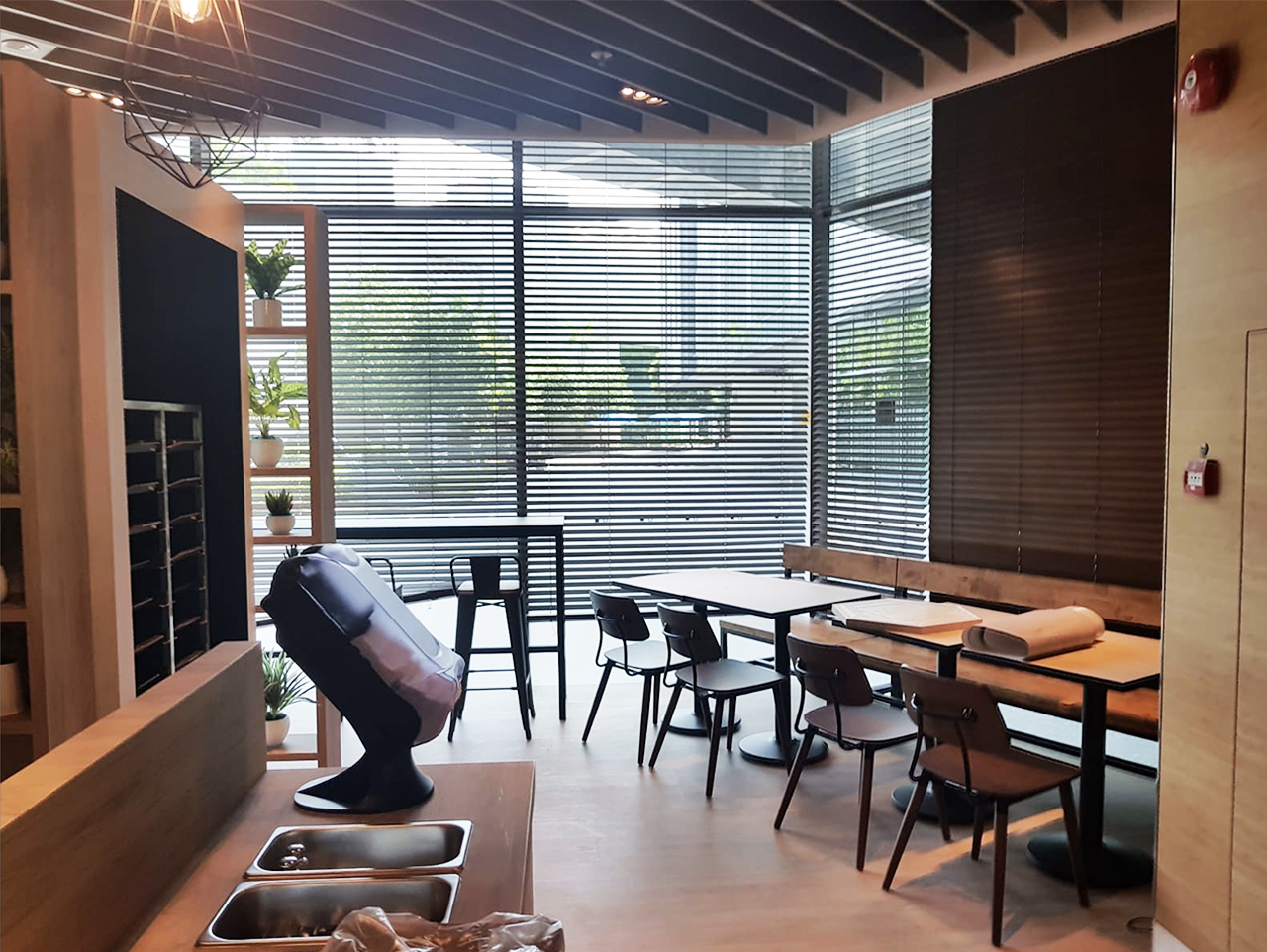 Citibank Citi Cafe - Changi South | Product Seen: [Customised Table top + Cosson Table Base, Pollen Sidechair & Dojo Barchair – Mid Back]