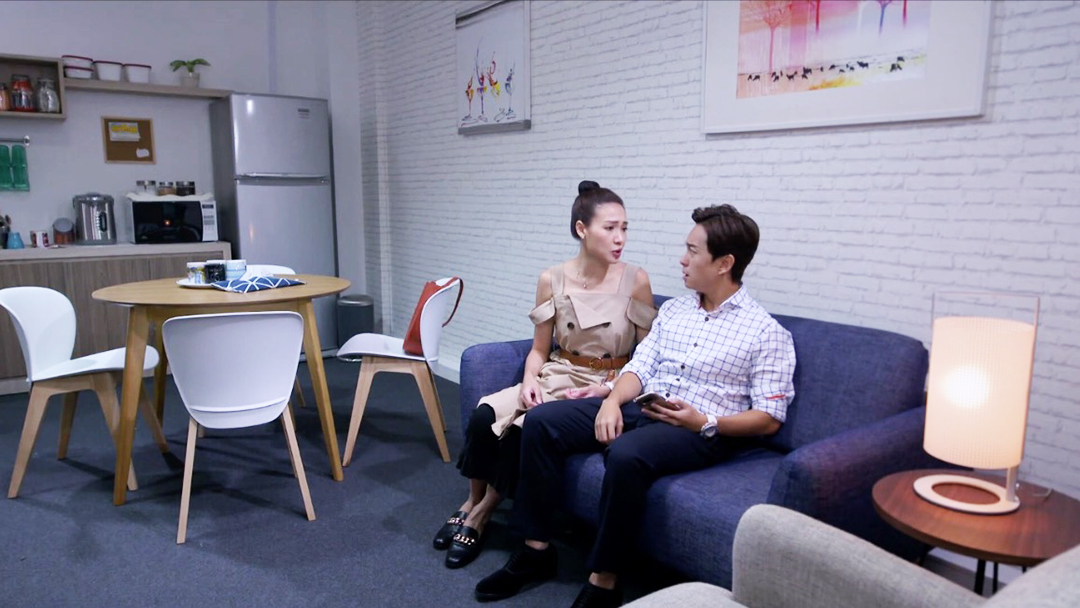 Jalan Jalan 帶你去走走 – Channel 8, Mediacorp | Product Seen: [Tania Side Chair, Oakland Round Dining Table – Dia1000 & Strato 2–Seater Sofa]