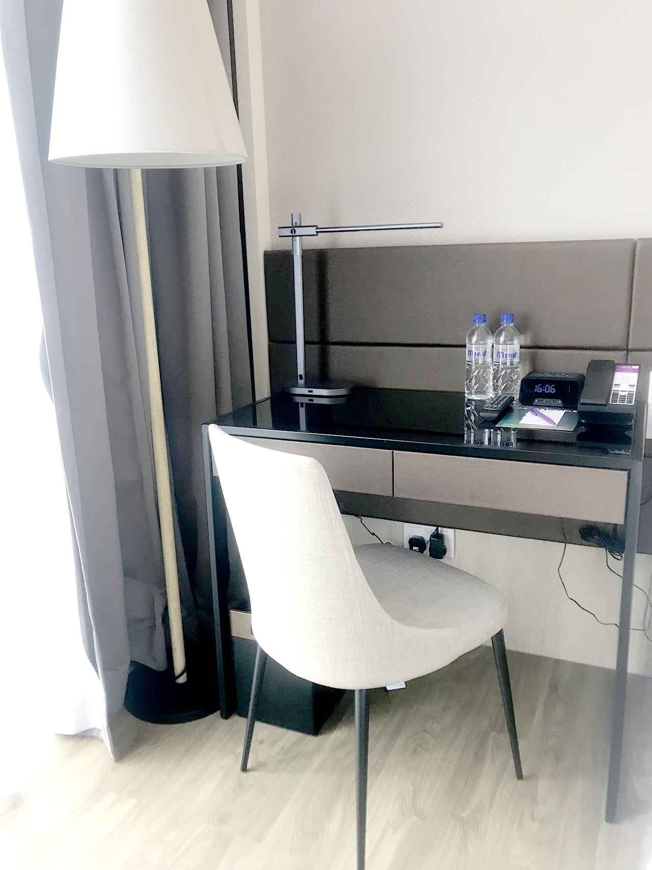 Mercure Singapore On Stevens | Product seen: [Dion Sidechair]