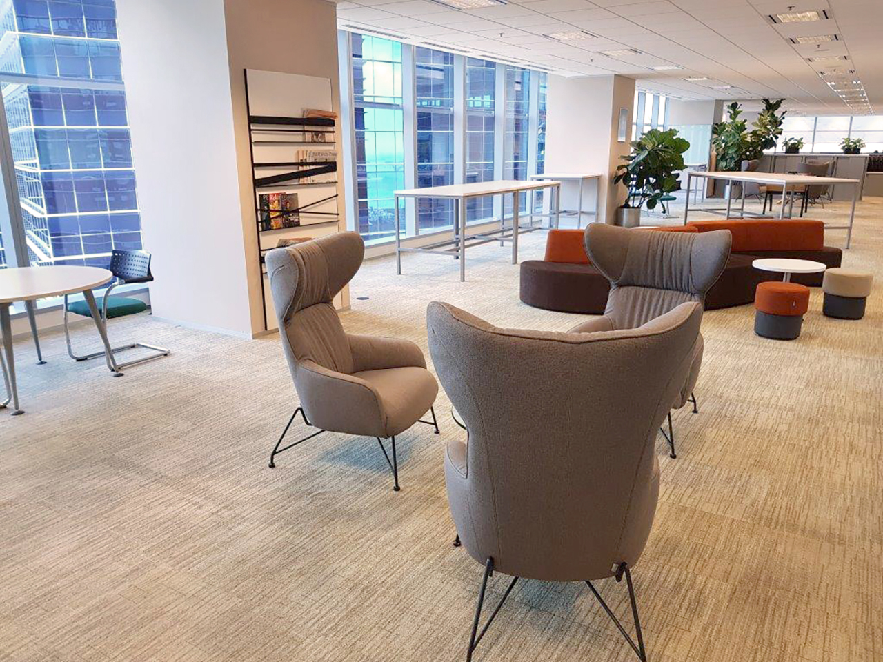 CIC Singapore - Marina Bay Financial Centre |Products seen: [Oxy Lounger, Halved Stool & Wave Modular Sofa – Right]