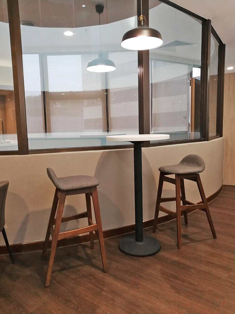 Gleneagles Hospital Staff Lounge - Napier Road | Product Seen: [Customised Laminate Tabletop + Cosson Table base & Jazz Barstool – SH750]