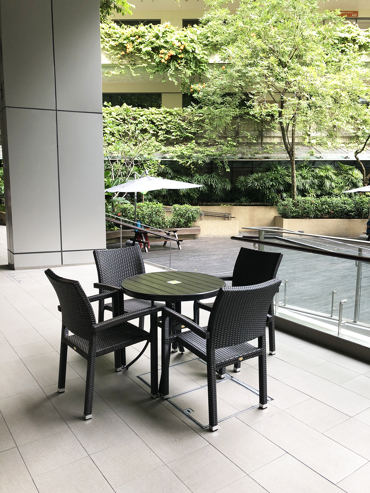Khoo Teck Puat Hospital (Public Area) - Yishun | Product Seen: [Maldives Outdoor Armchair & Hiro Outdoor Dining Table – Round]