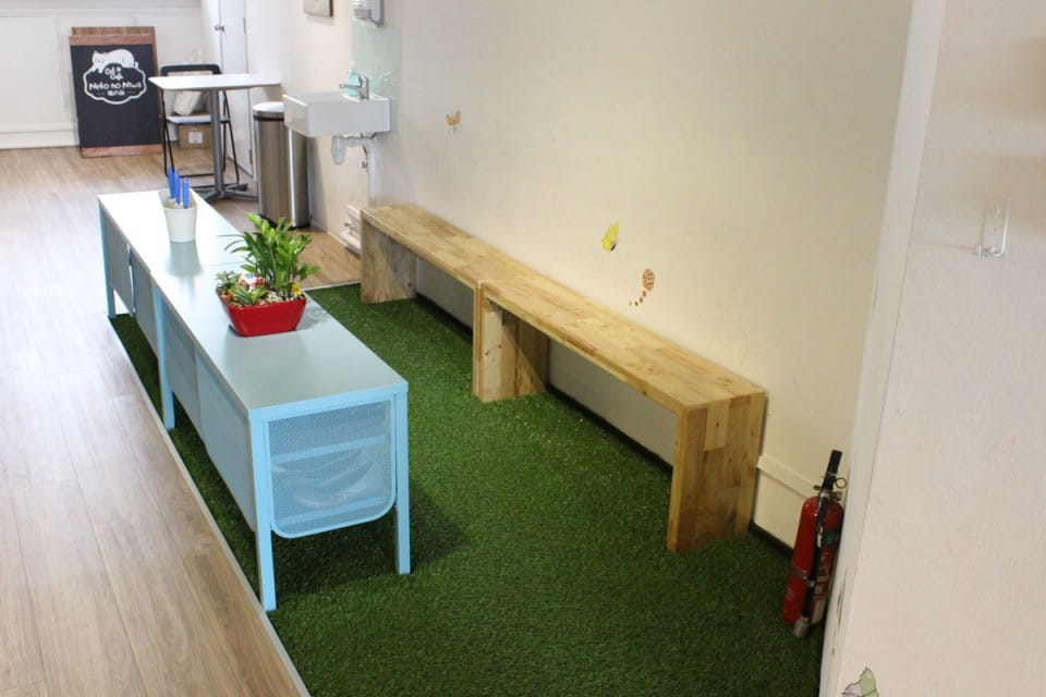 Cat Cafe - Boat Quay | Product Seen: [Panel Bench w/ Butcher Top – Customisable]<br />