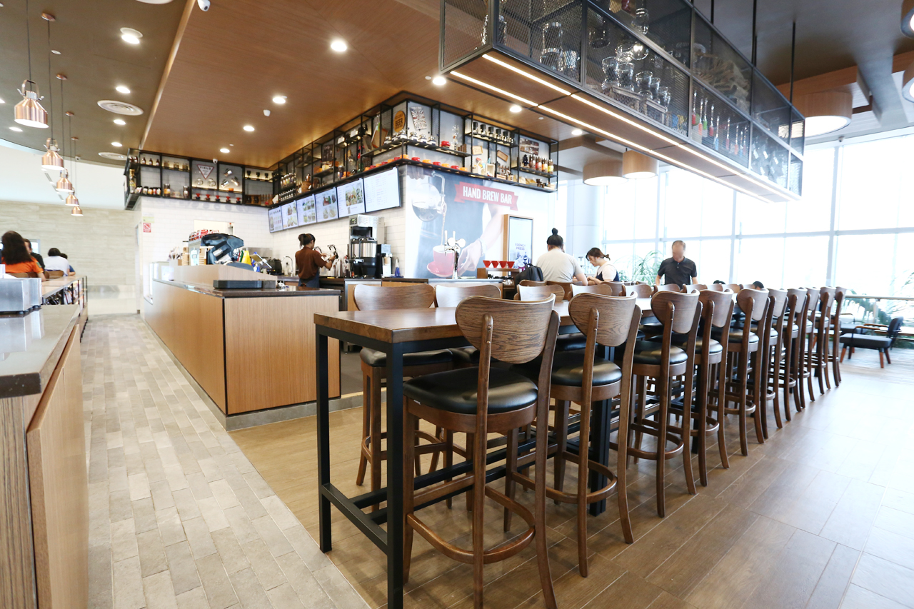 O'Coffee Club - Changi Airport Terminal 4 | Product Seen: [Journey Barchair – Cocoa]