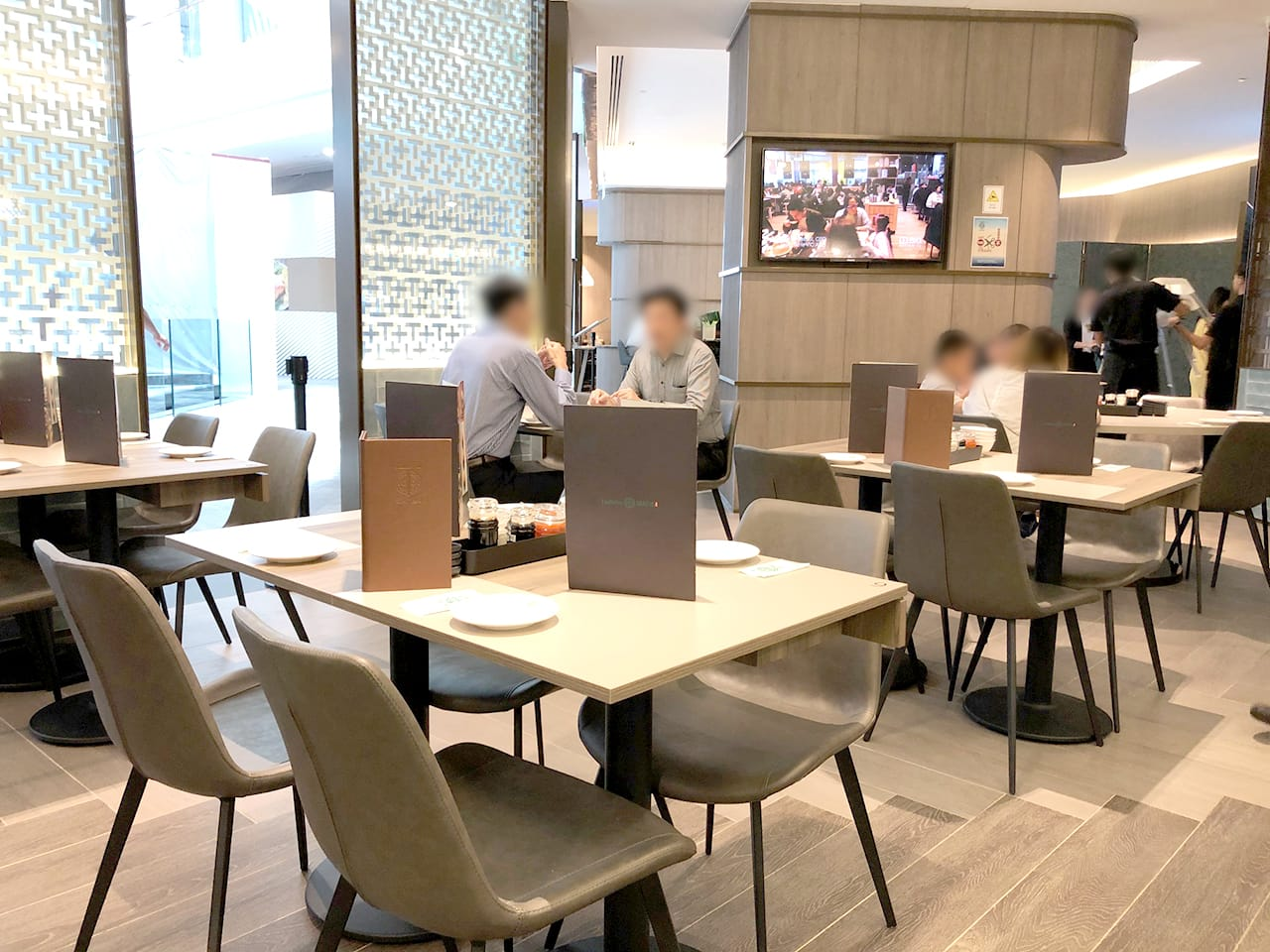 Tim Ho Wan - Marina Bay Sands | Product Seen: [Eunice Side chair & Cosson Table Base]
