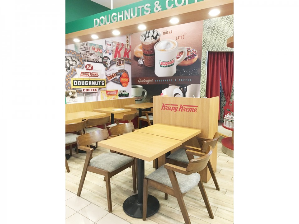 Krispy Kreme - Great World City | Product Seen: [Customised Tabletop + Cosson Table Base & Frankfurt Armchair]<br />