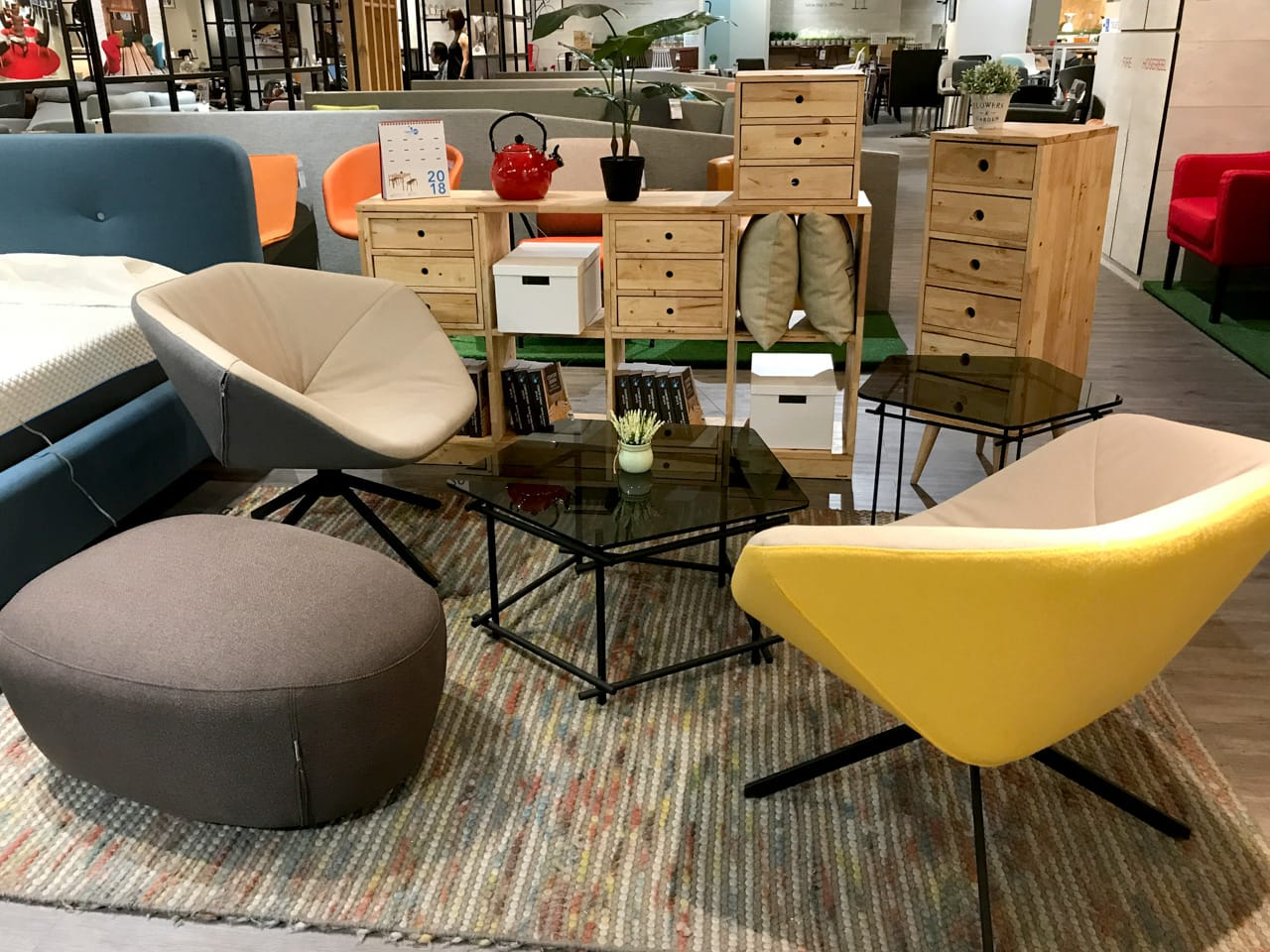 Comfort Design - The Chair & Table