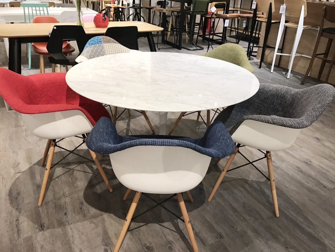 [Tulip Dining Table-Round Marble (replica), Gum - Half Fabric + Tower Armchair & Gum - Patch + Tower Armchair]<br />